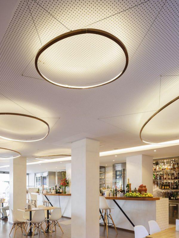 lámparas de techo led y zona de barra